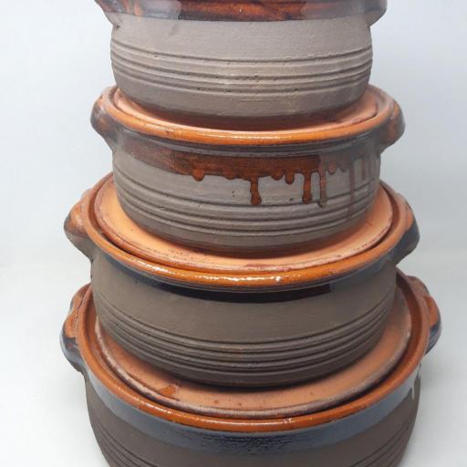 Pota de barro con tapa [1]