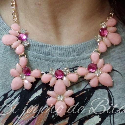 Collar rose