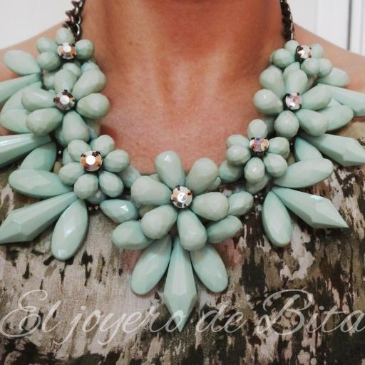 Collar flor verde
