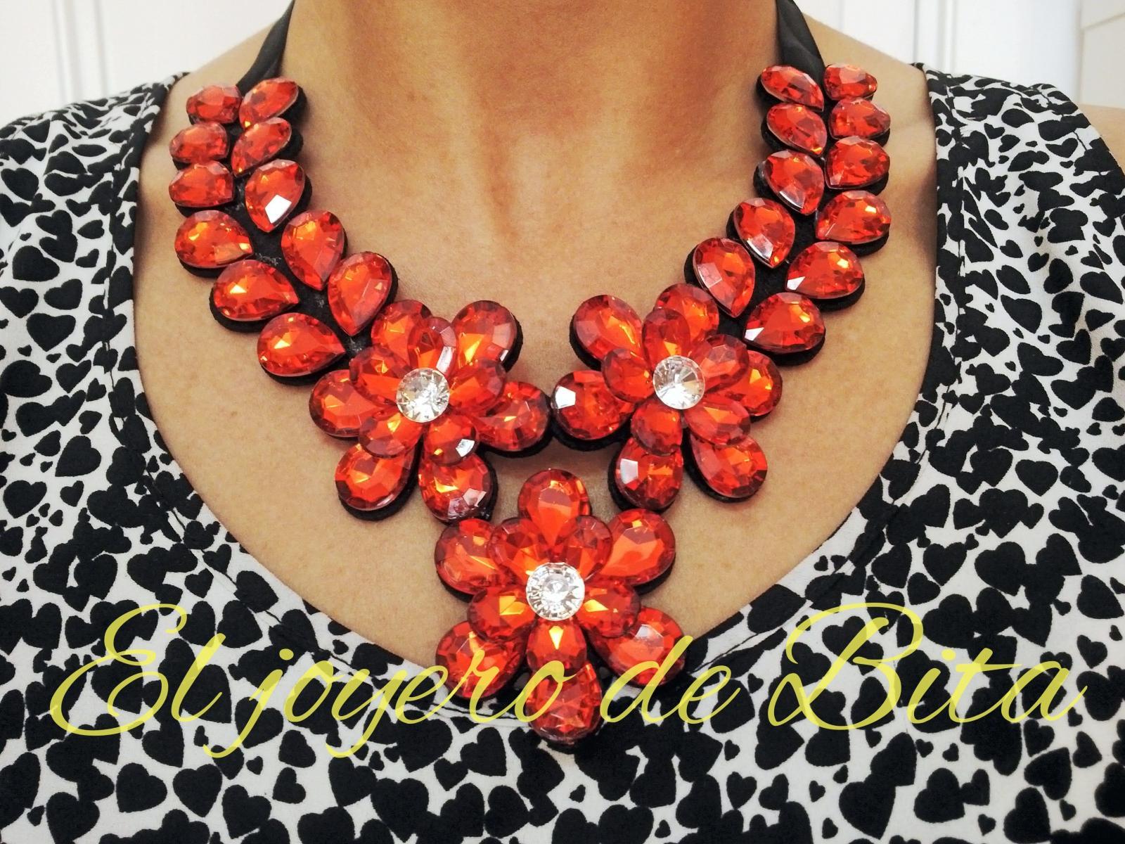Collar red flower