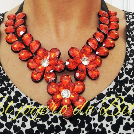 Collar red flower