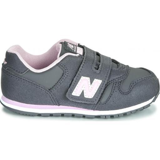 Zapatillas Moda Niña New Balance IV373CE. Grey/pink.