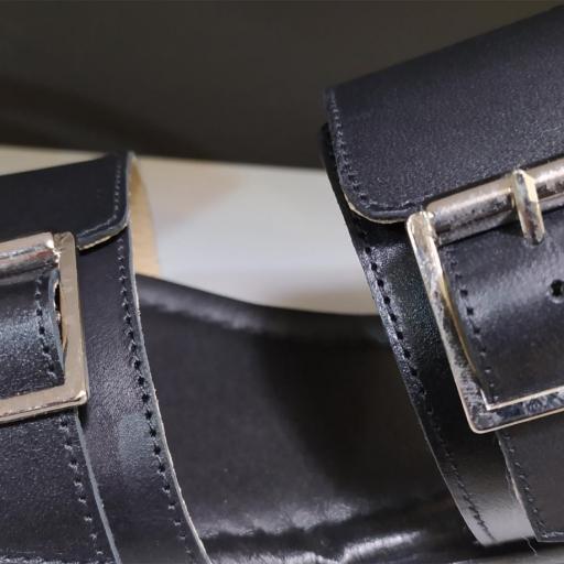 Sandalia hebillas negra [2]