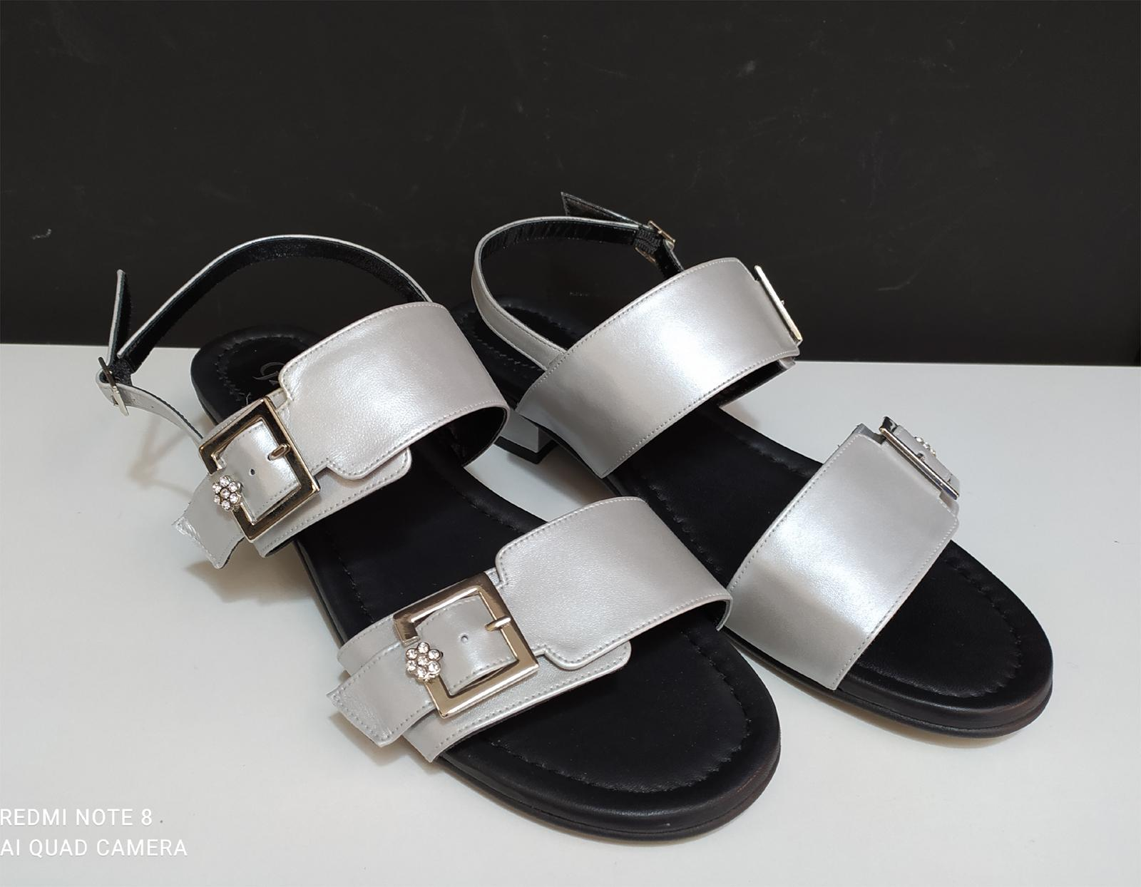 Sandalia hebillas tacón plata
