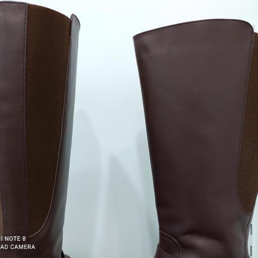 Bota ancha marrón [3]