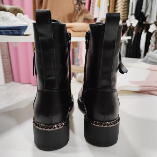 Botas Negras [2]