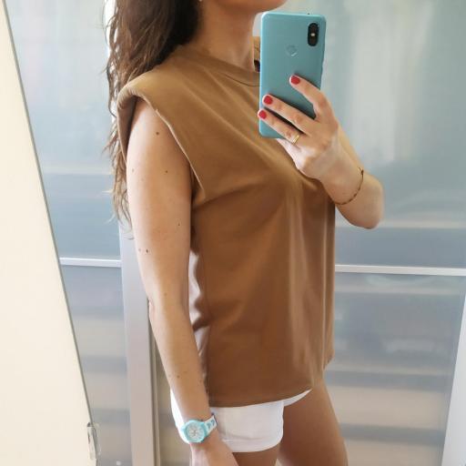 Camiseta Hombreras Camel [2]