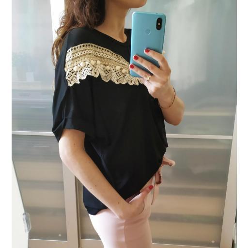 Camiseta Negra Borlas [1]