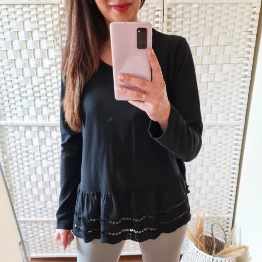 Camiseta Negra Perforada [2]