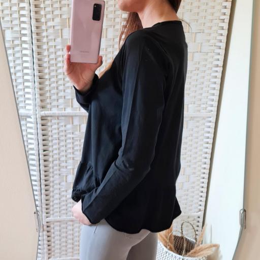 Camiseta Negra Perforada [3]