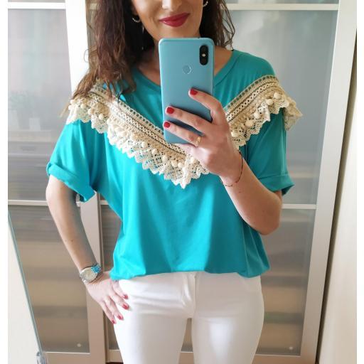 Camiseta Turquesa Borlas
