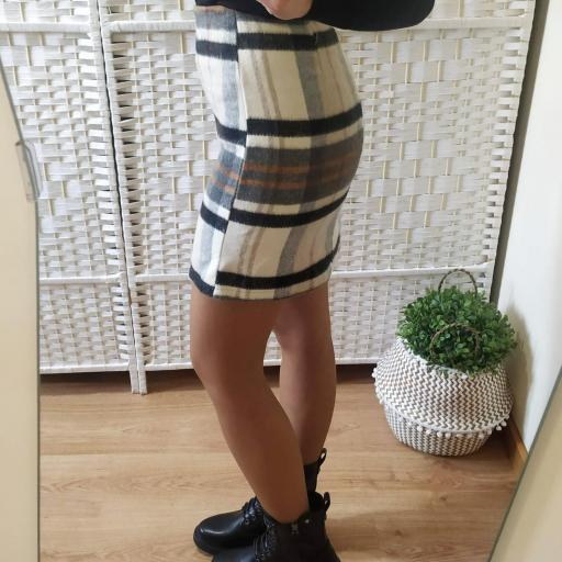 Falda Franela Cuadros Negra [3]