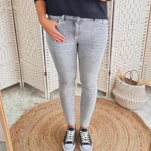 Jeans Grises [2]