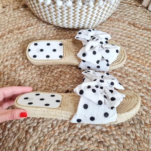 Sandalias Blancas Topos [2]