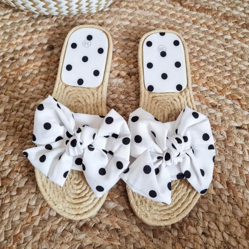 Sandalias Blancas Topos [3]