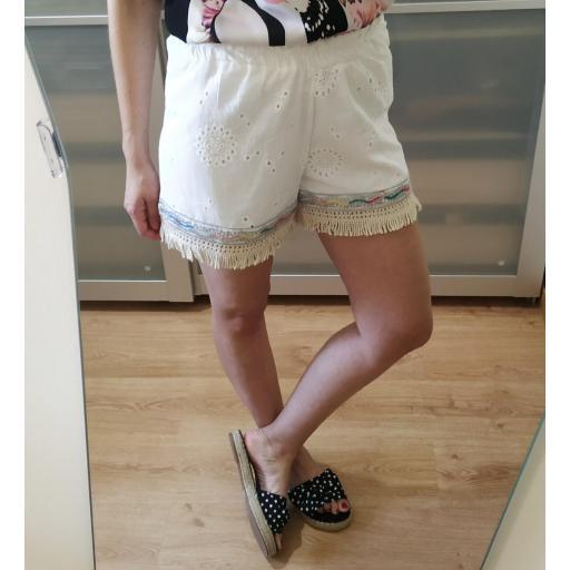 Short Blanco Perforado
