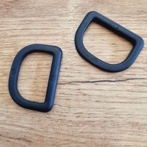 Piquetas plastico negro 3cm