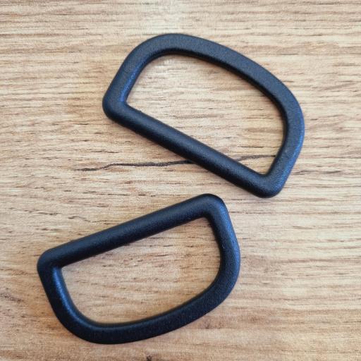 Piquetas plastico negro 4cm