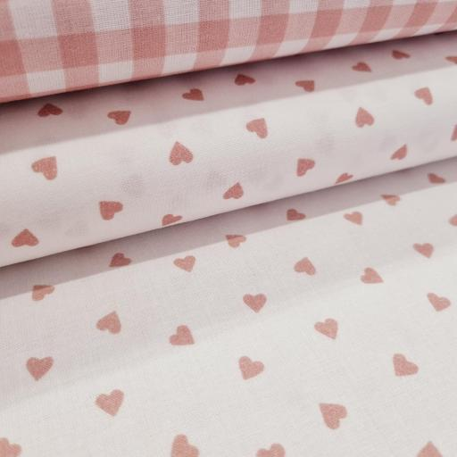 Algodon Organico - Corazón rosa empolvado sobre blanco