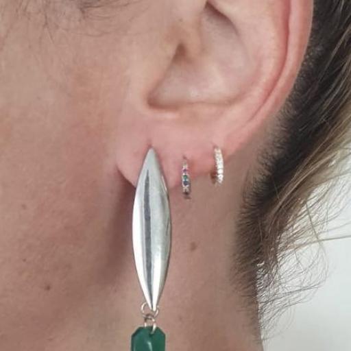 Pendientes geométricos ovalados con piezas de resina en color verde y negro [1]