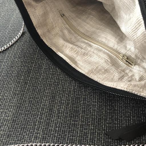 Bolso de mano o bandolera animal print ocre y negro [2]