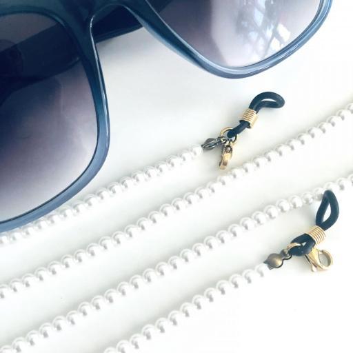 Cordón cuelga gafas y mascarillas de perlas sintéticas blancas