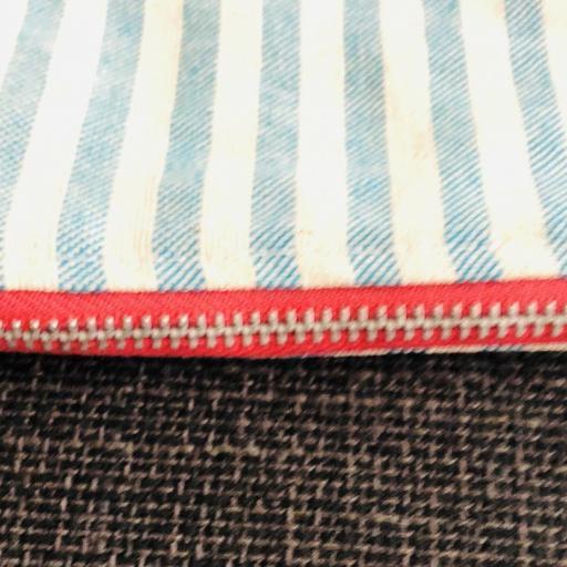 Bolsa XL artesanal con neceser de rayas azul celeste y crudo [2]