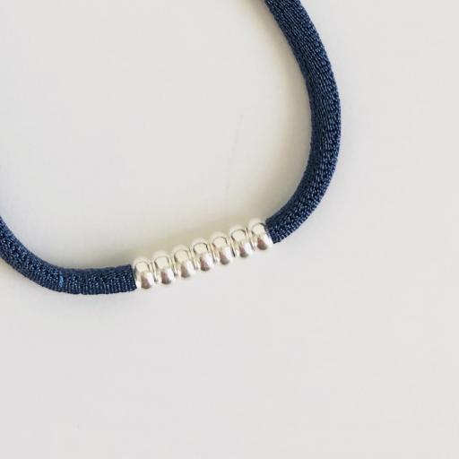 Pulsera elástica de seda color azulón con bolitas de plata [2]
