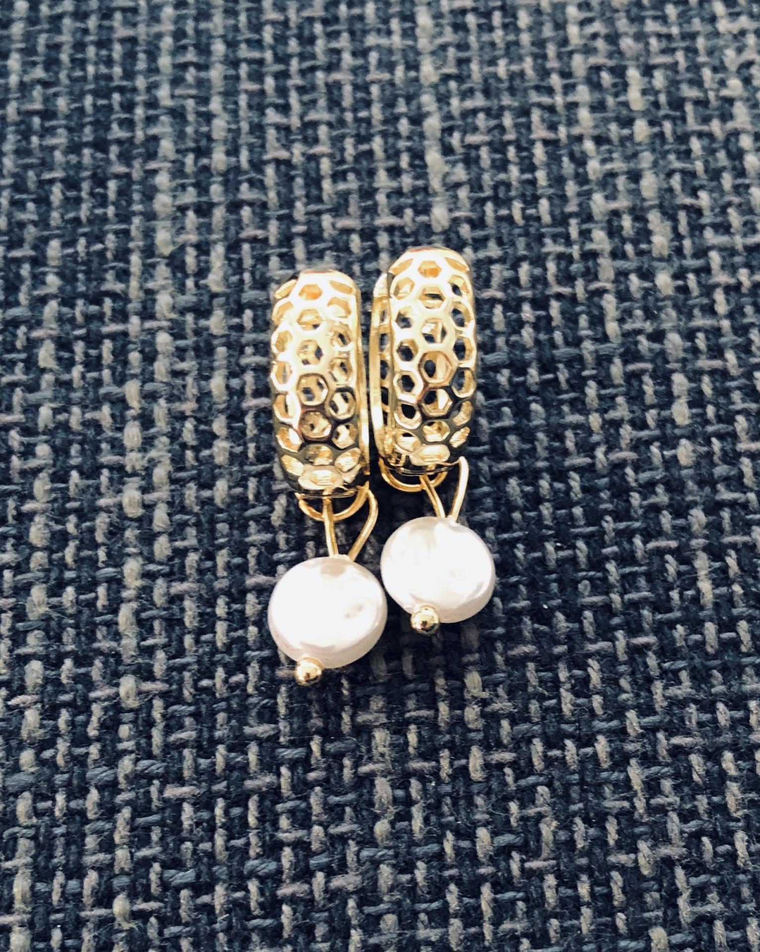 Pendientes criollas dorados y calados con perla