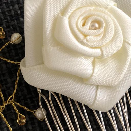 Peineta con flor y ramas con  perlas y bolas doradas  [2]