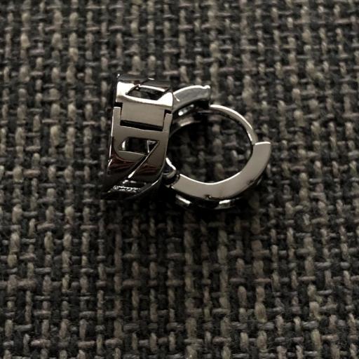 Pendiente criolla de eslabones en color negro metalizado