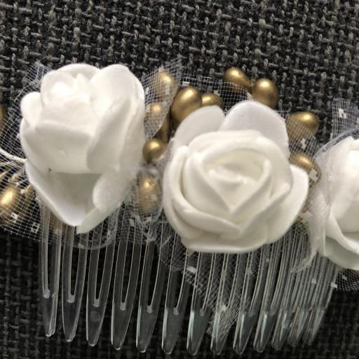 Peineta con flores blancas [1]