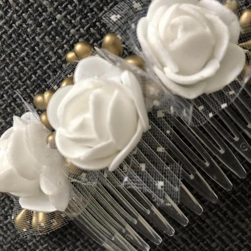 Peineta con flores blancas [2]
