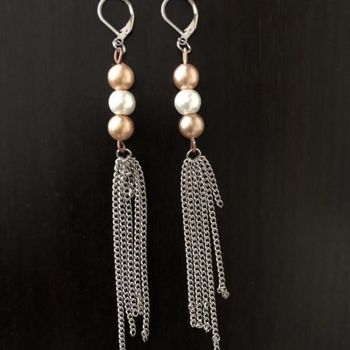 Pendientes con perlas de cristal blancas y cobre [3]