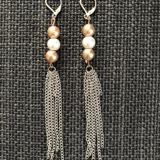 Pendientes con perlas de cristal blancas y cobre