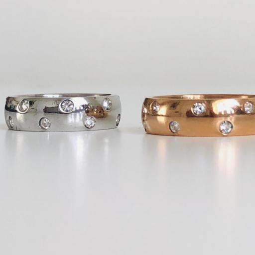 Anillo de acero plateado con cristales  [2]