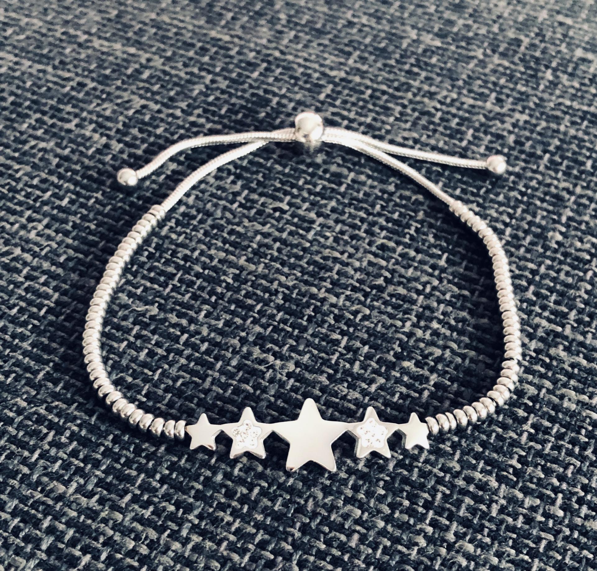 Pulsera de acero plateado con estrellas y cristales