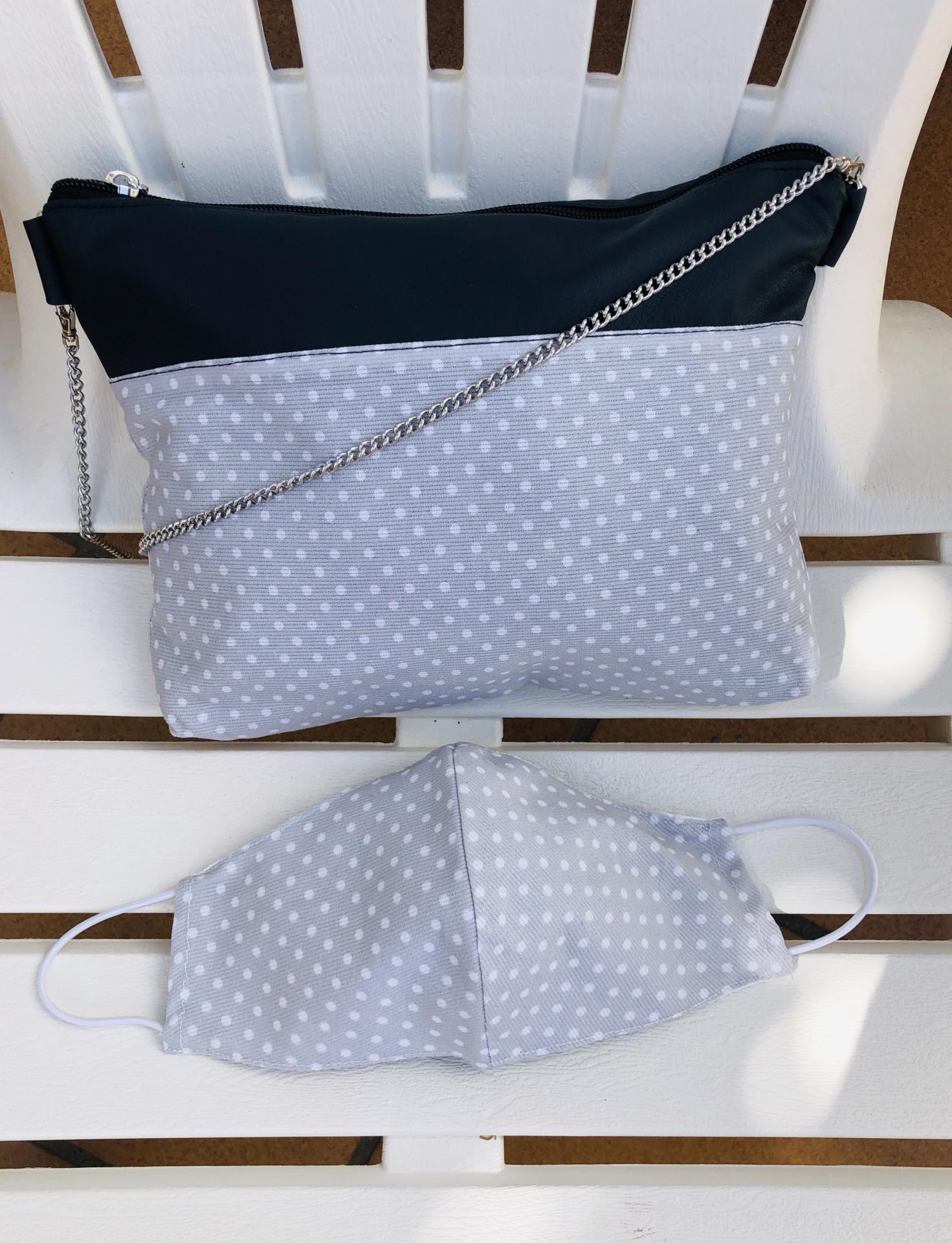 Bolso de mano o bandolera gris con topitos blancos