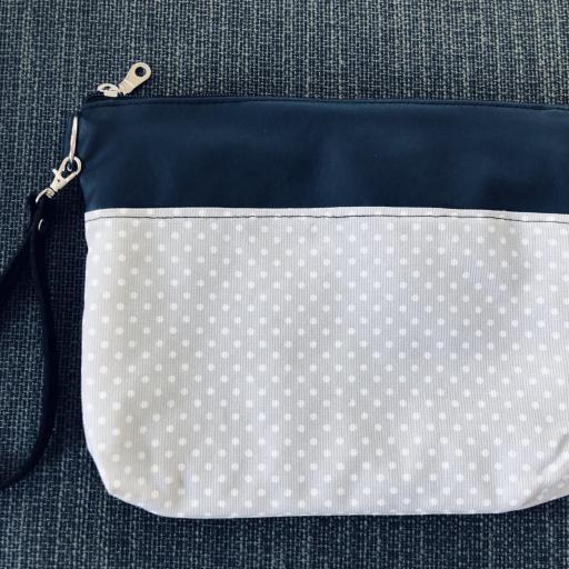 Bolso de mano o bandolera gris con topitos blancos [1]