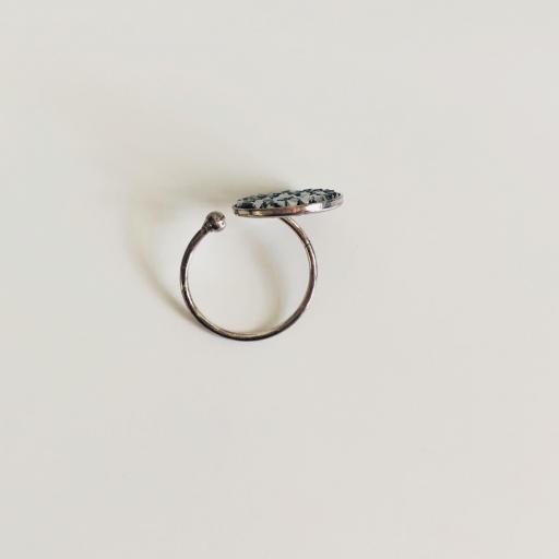 Anillo metálico con cristales Swarovski plata y grises [3]