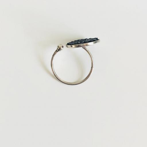 Anillo metálico con cristales Swarovski negros  [3]