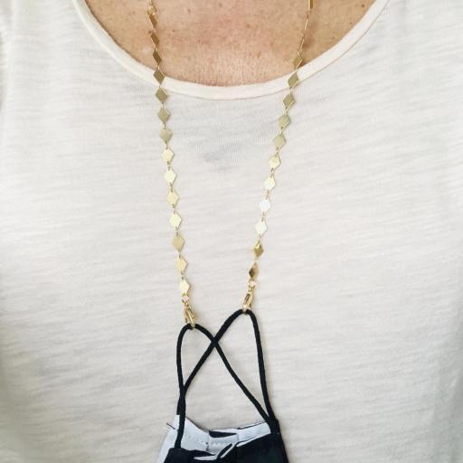 Cuelga mascarillas o gafas con rombos y cadena dorados [1]