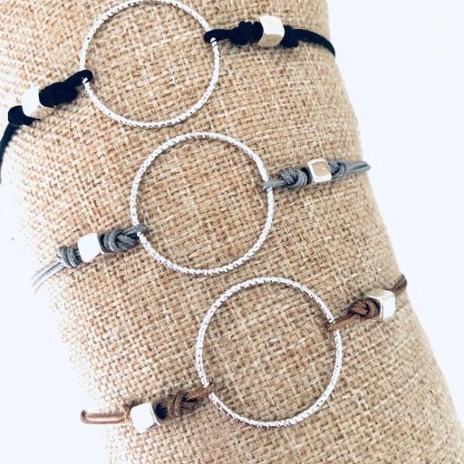 Pulsera con anilla y cordón marrón [3]