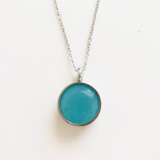 Colgante de. acero con cristal azul turquesa opaco