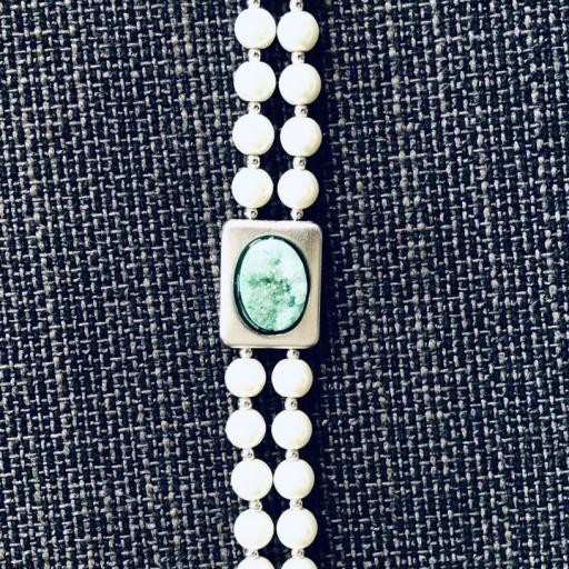 Pulsera de perlas de coral con piedra verde [1]