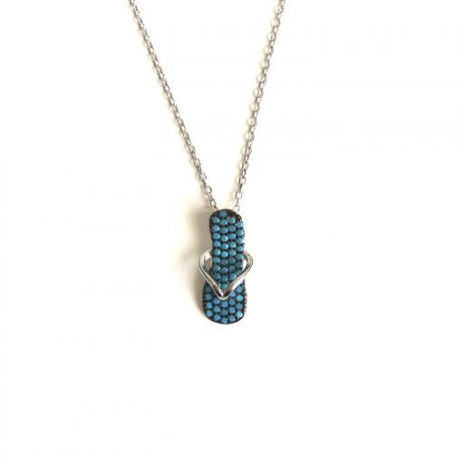 Colgante chancla de plata con circonitas  azules y cadena