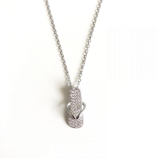 Colgante chancla de plata con circonitas y cadena