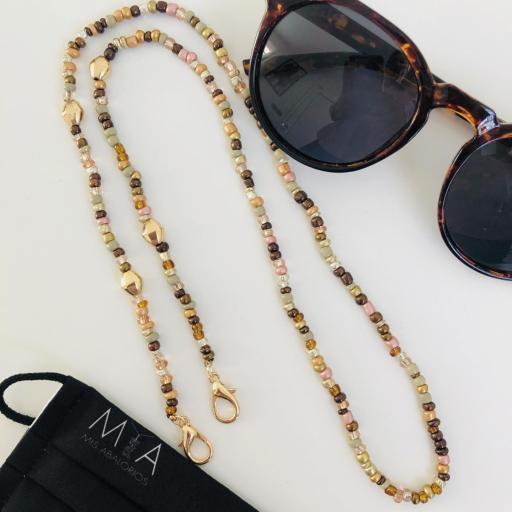 Cuelga mascarillas o gafas en tonos ocre y dorado [1]