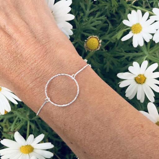 Pulsera de plata con círculo diamantado [3]