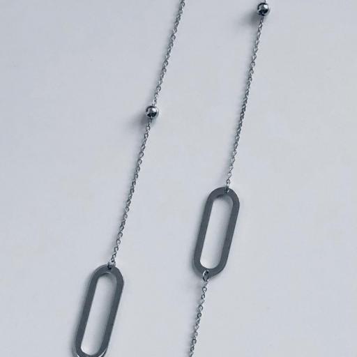 Collar de acero con cadena y eslabones